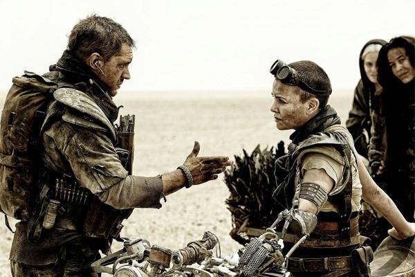 Cena de 'Mad Max: Estrada da Fúria', com Tom Hardy e Charlize Theron (Foto: Divulgação)