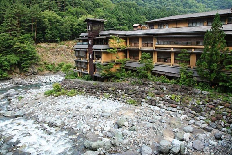 Fachada do hotel mais antigo do mundo (Foto: Reprodução/Facebook)
