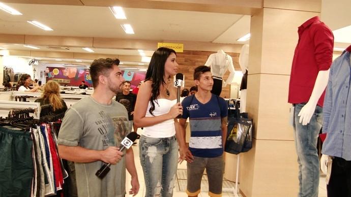 O trio também andou nas lojas do centro de Fortaleza. (Foto: Produção / Se Liga VM)