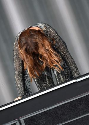 Ivete Sangalo cai no início de sua apresentação no Rock in Rio em Las Vegas (Foto: Ethan Miller/Getty Images North America/AFP)