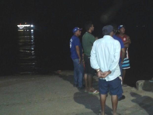 Corpo foi encontrado por ribeirinhos perto da comunidade Vila Roberta (Foto: Elton Pereira)