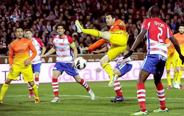 Messi na partida do Barcelona contra Granada (Foto: EFE)