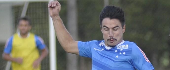 Willian; Fabrício; Cruzeiro (Foto: Gualter Naves/Light Press)