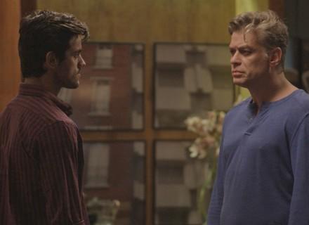 Jonatas enfrenta Arthur após saber da viagem de Eliza