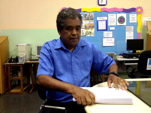 José Rodrigues é professor revisor do Centro de Atendimento ao Deficiente Visual do Acre (CEADV) (Foto: Rayssa Natani/ G1)