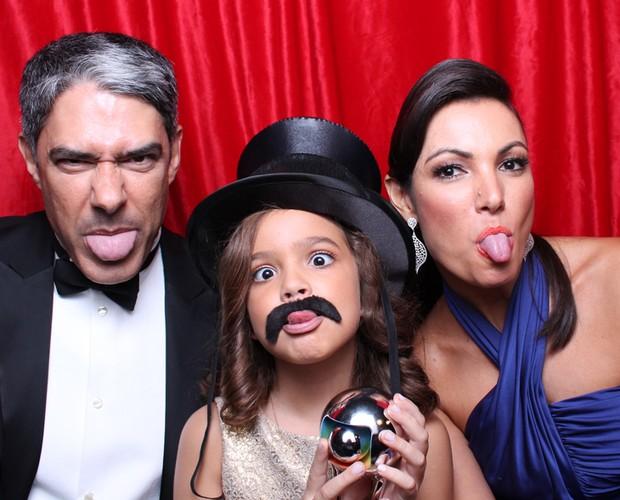 Bonner, Mel Maia e Patrícia Poeta põe a língua para fora (Foto: Domingão do Faustão/TV Globo)