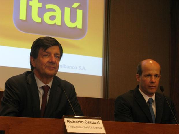 O presidente do Itaú Unibanco, Roberto Setubal, e o presidente do BMG, Ricardo Guimarães (Foto: Darlan Alvarenga/G1)