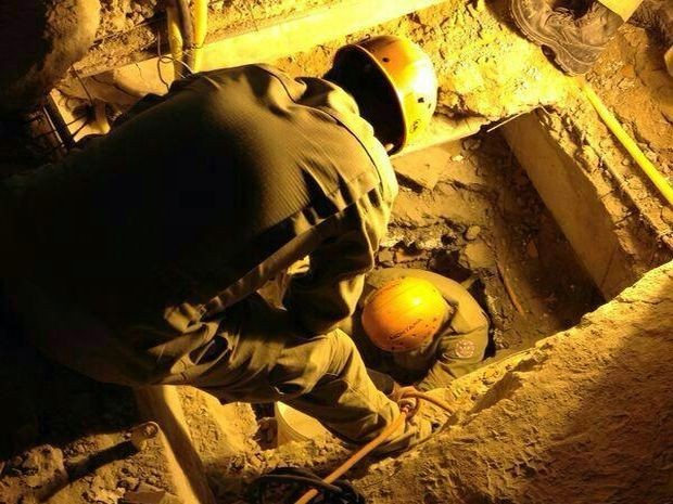 Bombeiros localizam família viva em escombros de prédio que desabou (Foto: Divulgação/Corpo de Bombeiros)