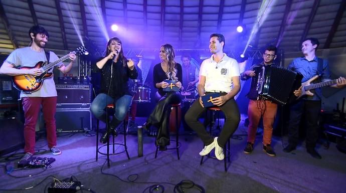 Pedro Leonardo e ALine Lima entrevistam a banda Bicho de Pé (Foto: reprodução EPTV)