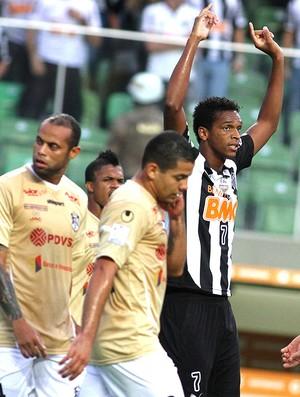 Jô gol Atlético-MG comemoração contra Zamora Libertadores (Foto: EFE)