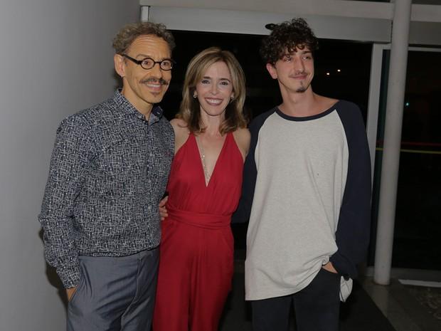 Emílio de Mello, Deborah Evelyn e Johnny Massaro em estreia de peça em São Paulo (Foto: Cláudio Augusto/ Brazil News)