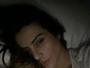 Cleo Pires posta selfie na cama fazendo charme com cara de sono