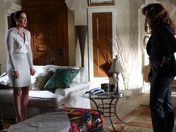 Lívia diz a Wanda que perdeu completamente o controle (Foto: Salve Jorge/TV Globo)