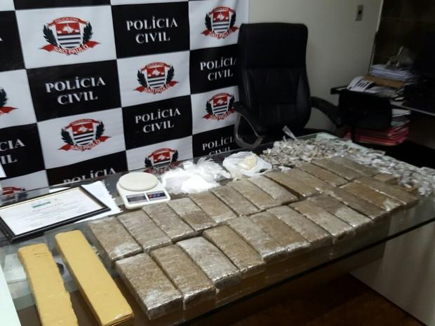Ao todo foram encontrados 30 quilos de maconha e crack, em Valinhos (Foto: Polícia Militar de Valinhos)
