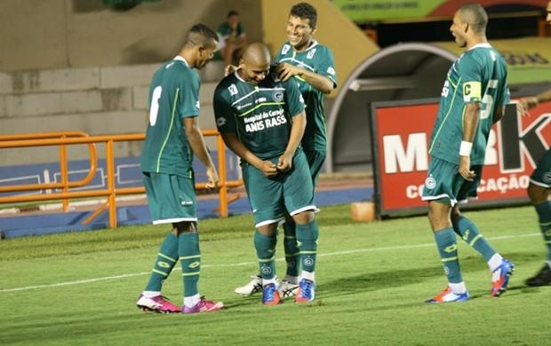 Walter marca contra o Rio Verde (Foto: Rosiron Rodrigues / Goiás E.C.)