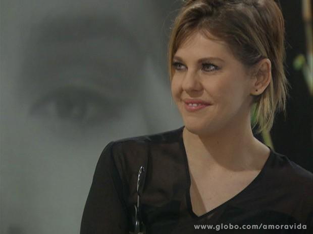 Edith fica feliz com elogio (Foto: Amor à Vida / TV Globo)