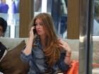 Marina Ruy Barbosa desfila em shopping com shortinho estiloso