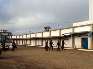 Cerca de 80% do efetivo da COE participa da revista das 11 unidades prisionais de Porto Velho nesta quarta-feira  (Foto: Vanessa Vasconcelos/G1)