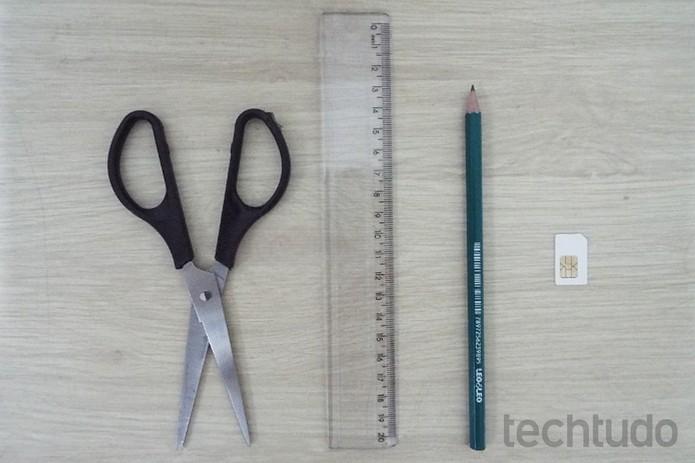 Material necessário para cortar chip  (Foto: Reprodução/Raquel Freire)