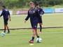 Thomás e Carlos Alberto revezam, e Viana volta ao time em treino do JEC