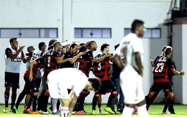 comemoração do Vitória contra o Fluminense (Foto: Getty Images)