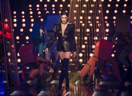 Fernanda Lima usa look de couro e vinil em 'Amor & Sexo'