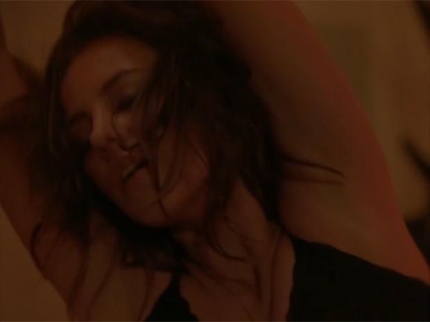 Paolla se reveza com outras atrizes no novo clipe de Moska (Foto: Reprodução)
