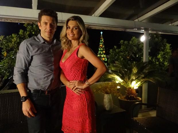 A atriz gravou com um belíssimo vestido vermelho  (Foto: Salve Jorge/TV Globo)