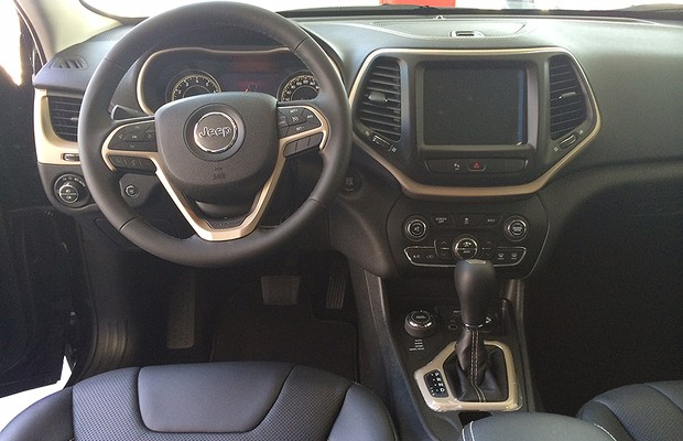 Interior do Jeep Cherokee 2014 (Foto: Guilherme Blanco Muniz/Autoesporte)
