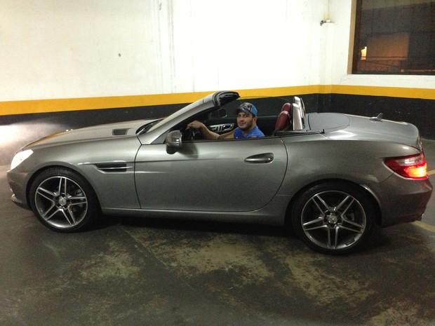 Kleber Bambam e seu novo carro (Foto: Divulgação/Divulgação)