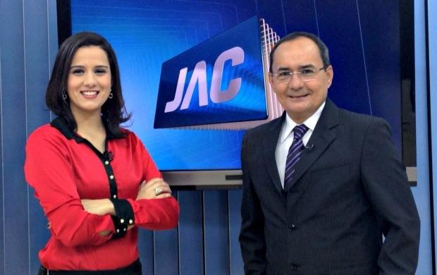 Ayres Rocha, ao lado de Júnia Vasconcelos, voltando a apresentar o Jornal do Acre após um ano afastado para tratar da saúde (Foto: Ayres Rocha/Arquivo Pessoal)