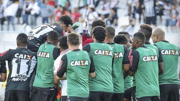 Jogadores da Ponte Preta comemoram gol marcado contra a Ponte Preta (Foto: Bruno Cantini/ Atlético-MG)