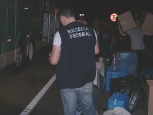 Mercadorias foram levadas ao prédio da Receita Federal em Ponta Grossa  (Foto: Divulgação/Receita Federal )