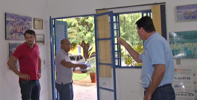 Discussão entre o presidente José Rodrigues e o vice Paulo Telles, do Cene (Foto: Reprodução/TV Morena)