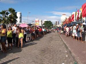 Fila no SalvadorCard (Foto: Imagem/TV Bahia)