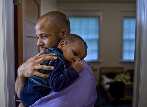 """""""Tenho um bebê de 7 meses que não arrota e só dorme de lado ou de bruços. Devo me preocupar com sufocamentos e morte súbita?"""""""
