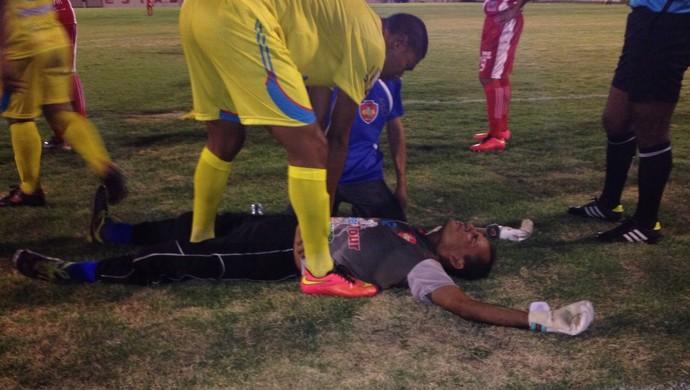 Momento em que Rogério Vieira sente a falta de ritmo e passa mal (Foto: Nailson Wapichana)