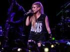 De cinta-liga, Avril Lavigne se apresenta em São Paulo