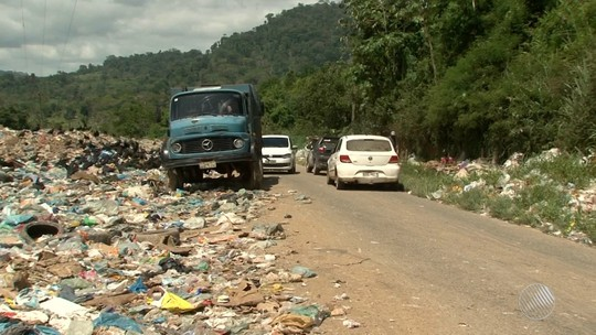 Lixão da cidade de Camacan, no sul da Bahia, ocupa trecho da BA-251