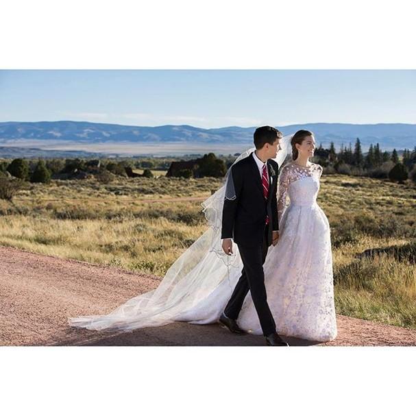 Allison Williams e o marido Ricky Van Veem (Foto: Reprodução/Instagram)