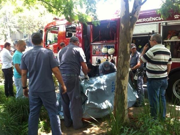 Bombeiros localizaram corpo em córrego na mesma região onde ocorreu o acidente. (Foto: Paulo Toledo Piza/G1)