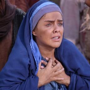 Paloma Bernardi vive a mãe de Jesus no teatro (Foto: Reprodução/Instagram)