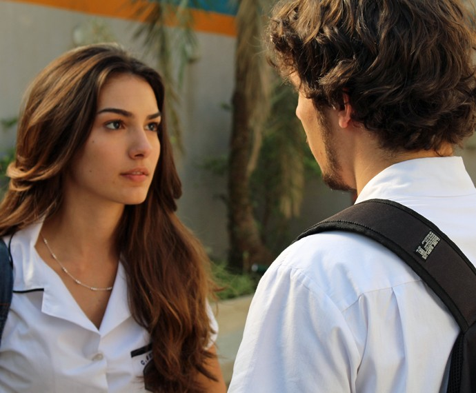 Luan e Luciana fazem aquela DR antes de Alina aparecer (Foto: Bruno Cavalieri/Gshow)