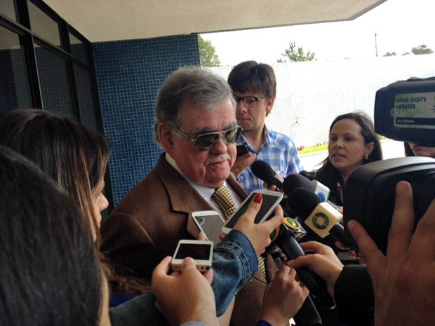 O advogado Antonio Claudio de Oliveira diz que executivo da Camargo Corrêa é vítima de caça às bruxas  (Foto: Filipe Matoso / G1)