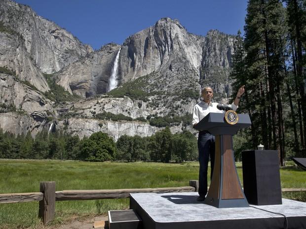 Obama fala sobre mudanças climáticas no parque Yosemite, na Califórnia. (Foto: Jacquelyn Martin / AP)