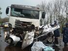 Cinco pessoas morrem em acidente entre carro e caminhão no RS