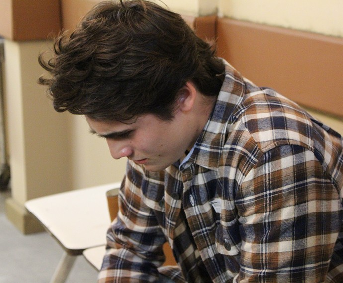 Rodrigo fica tenso com notícia (Foto: Thaís Dias/Gshow)