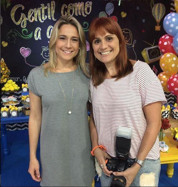 Fernanda Gnetil com a fotografa da festa (Foto: reprodução/instagram)