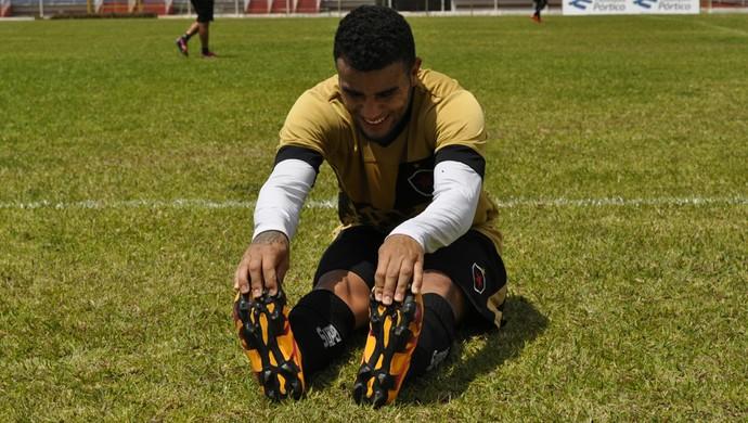 O atacante Carlinhos disse que estão preparados para enfrentar o Boa, em Varginha (MG) (Foto: Lúcia Ribeiro/G1)