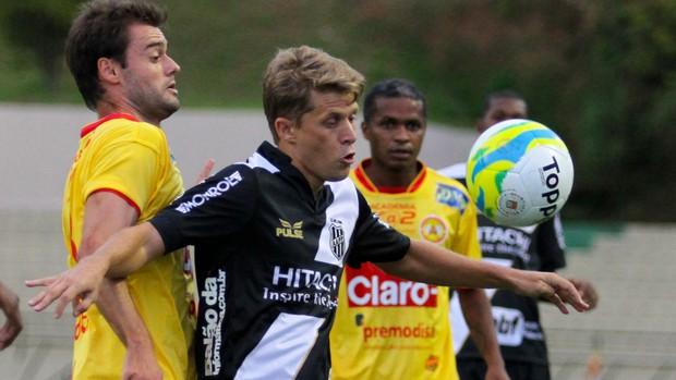 Adrianinho, Atlético Sorocaba x Ponte Preta (Foto: Luciano Claudino/Agência Estado)